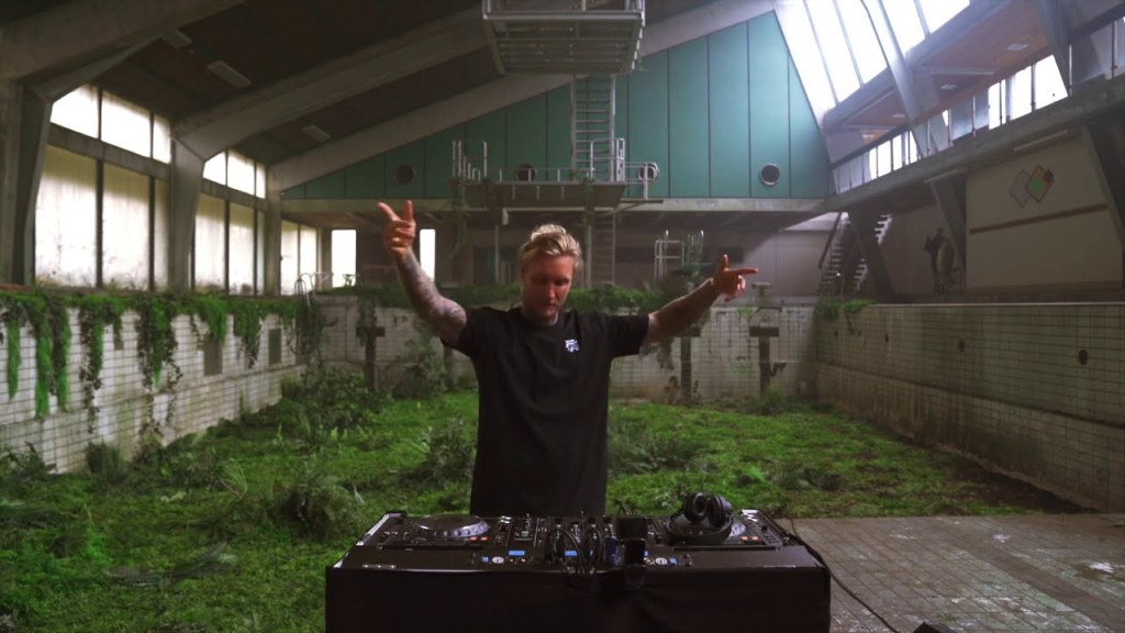 Morten Live From An Abandoned Pool In Denmark Edm Movement